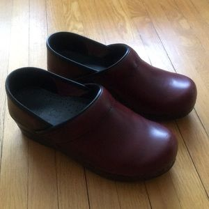 Dansko Women's Red Clogs Size 37